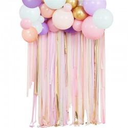 Guirlande de ballons et rideau pastel